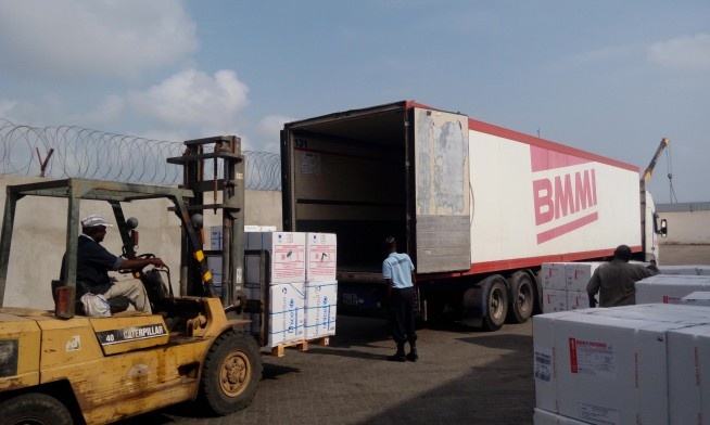 offloading-unicef-vaccine-at-the-airport